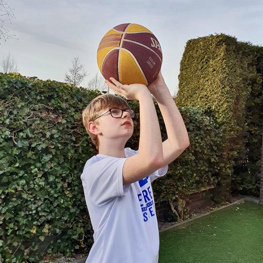 Veelbelovende rising star in de Twentse muziek- en basketbalwereld: Luuk Scheepstra